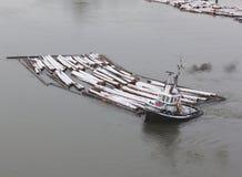 hård bogserbåtworking Royaltyfri Foto
