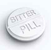 Hård medicin för bitter preventivpiller som sväljer ordreceptminnestavlan Arkivfoto