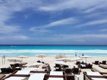 Hårda Cancun vaggar hotellet Mexico royaltyfria bilder