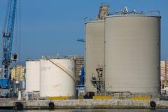 Hårdna silos Arkivbild