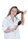 hårkamkvinnabarn royaltyfri fotografi