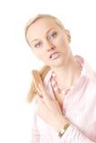 hårkammen krattar kvinnan arkivbilder
