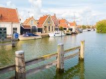 Hébergez avec les bateaux et le bord du quai avec des maisons dans la vieille ville de Makku image stock