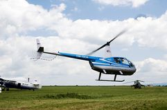 Hélicoptère aéroporté de Robinson R-44 Photographie stock libre de droits