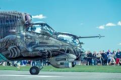 Hélicoptère armé Mi-24 de derrière Image stock