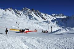Hélicoptère assistant à un accident photos libres de droits