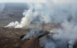 Hélicoptère au-dessus de Kilauea Images libres de droits