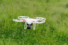 Hélicoptère avec l'appareil-photo Photo stock