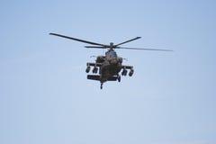 Hélicoptère d'Apache en vol photographie stock libre de droits