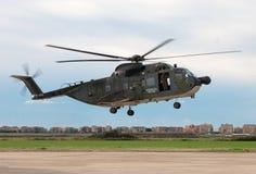 Hélicoptère d'atterrissage Images stock