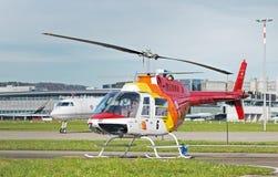 Hélicoptère dans l'aéroport de Zurich Photographie stock libre de droits