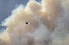 Hélicoptère dans la fumée Photo libre de droits