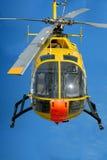 Hélicoptère dans le ciel bleu Photo libre de droits