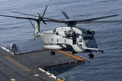 Hélicoptère de CH-53E à bord de l'USS Peleliu Images libres de droits