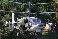 Hélicoptère de combat d'alligator de Kamov Ka-52 décrit dans Lyubertsy Photo libre de droits