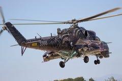 Hélicoptère de combat de derrière Images stock