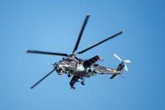 Hélicoptère de combat de derrière tchèque du mil Mi-24 Photos libres de droits