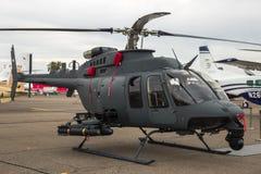 Hélicoptère de combat de Miltiary Bell 407 Image stock