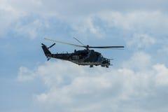 Hélicoptère de combat mil Mi-24 de derrière Photographie stock libre de droits