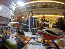 Hélicoptère de contrôle par radio Photographie stock