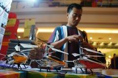 Hélicoptère de contrôle par radio Photos libres de droits