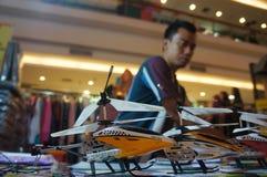 Hélicoptère de contrôle par radio Images libres de droits