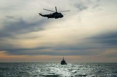 Hélicoptère de délivrance de marine Image stock