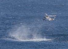 Hélicoptère de garde-côte image libre de droits