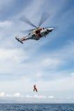 Hélicoptère de l'équipe de secours maritime espagnole Image libre de droits