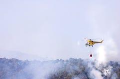 Hélicoptère de sapeurs-pompiers images libres de droits