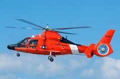 Hélicoptère de sauvetage du garde côtier Image stock