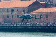 hélicoptère de vol Photographie stock libre de droits