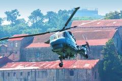 hélicoptère de vol Photos stock