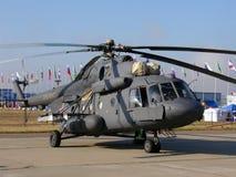Hélicoptère des militaires Mi-8 Image libre de droits