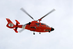 Hélicoptère du garde côtier Photos stock