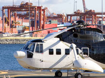 Hélicoptère et mer Photo stock