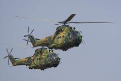 Hélicoptère exécutant pendant l'airshow photo stock