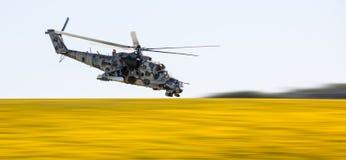 Hélicoptère militaire Mi-24 (de derrière) Photographie stock libre de droits