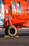 Hélicoptère militaire orange Photo stock