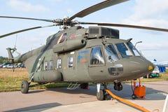 Hélicoptère militaire vert et gris Photographie stock libre de droits