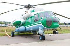 Hélicoptère militaire vert et gris Photos libres de droits