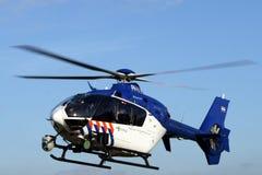 Hélicoptère néerlandais d'hélicoptère de police euro en vol - Photographie stock
