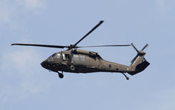 Hélicoptère planant de Blackhawk Photos stock