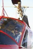 Hélicoptère sanitaire de l'armée pilote de vol Photos libres de droits