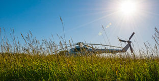 Hélicoptère se tenant dans le domaine Image libre de droits