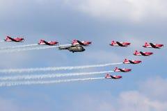 Hélicoptère suisse de l'Armée de l'Air PC-7 Team Super Puma images stock