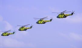 Hélicoptères d'armée images stock