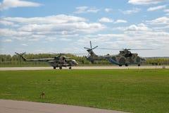 Hélicoptères Mi-8 et Mi-26 Images libres de droits