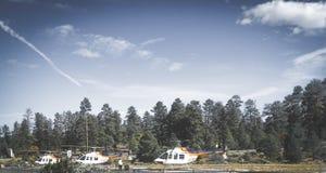 Hélicoptères prêts à voler au-dessus de Grand Canyon Photos stock