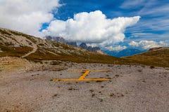 Héliport dans les dolomites, Italie Images libres de droits